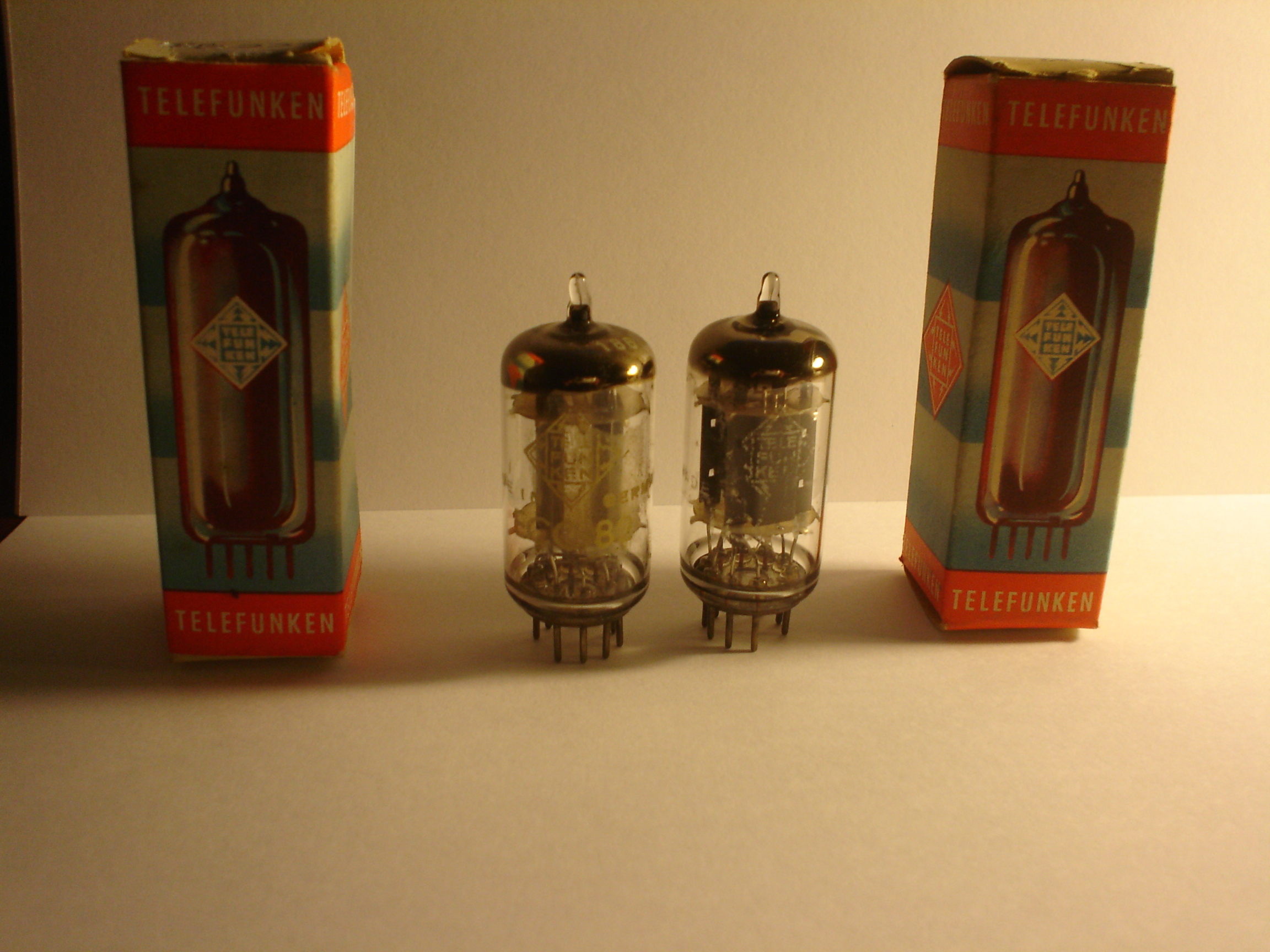 TELEFUNKEN 12AU7 001   Vintage Audio Valves